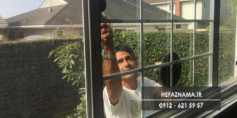 ترمیم حفاظ پنجره توسط حفاظ نما